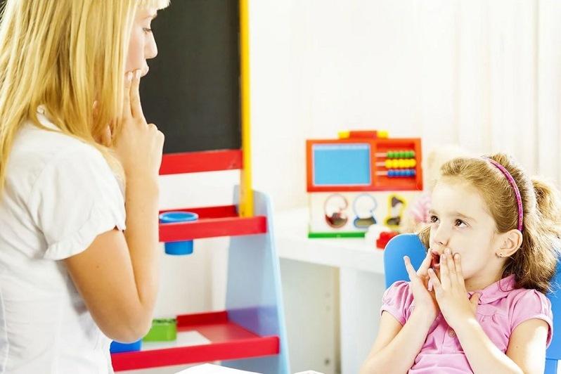Алалия — отсутствие или недоразвитие речи у детей при нормальном слухе и первично сохранном интеллекте