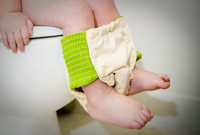 Ваш ребенок какает только в памперс? Проблемы горшка у ребенка.